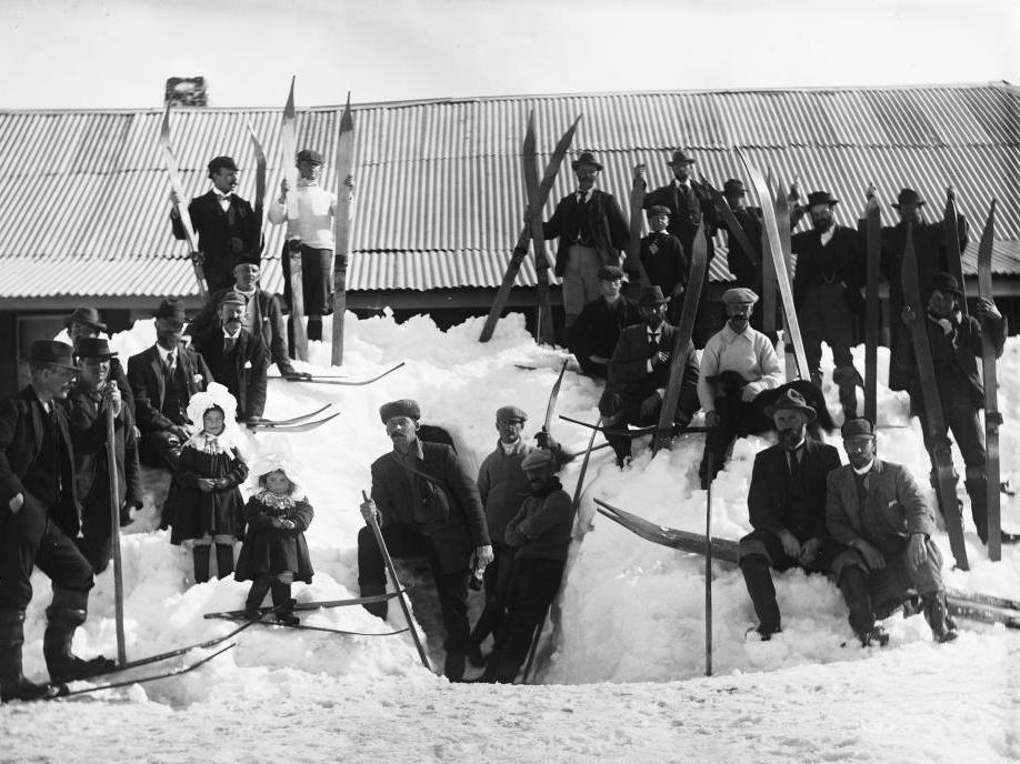 Kiandra Snow Shoe Carnival 1900. The Alpine Club: Charles Kerry (NL 80/3227) http://www.kiandra.net/Kcarnival1900.html From Wikimedia Commons